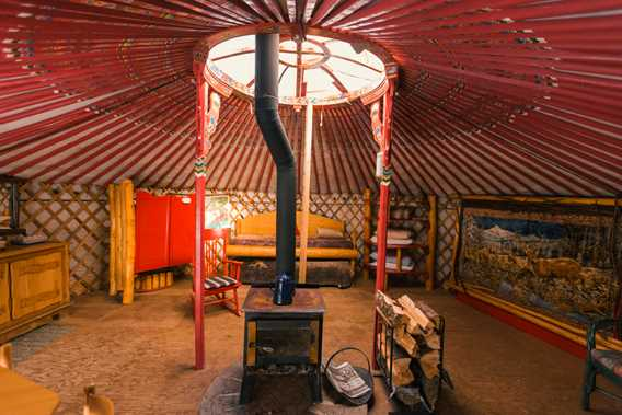 Indoor of the yurt at Pourvoirie Pignon Rouge Mokocan
