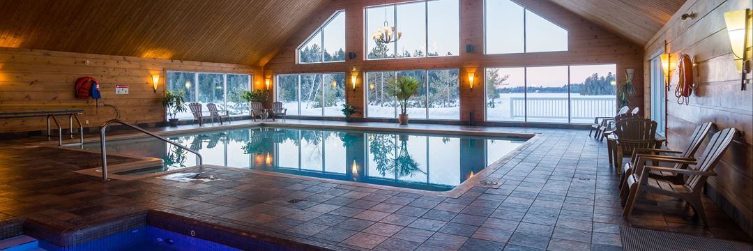 Indoor pool Pourvoirie du Lac Blanc