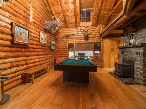 Table de billard chalet Pourvoirie du Lac Blanc
