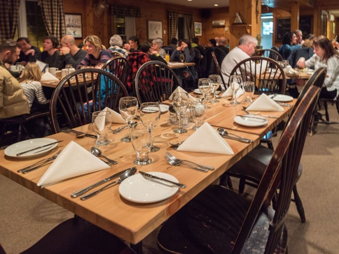 Dining room Pourvoirie du Lac Blanc
