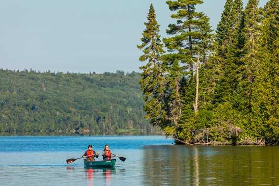 Canoe in Parc national du Mont-Tremblant