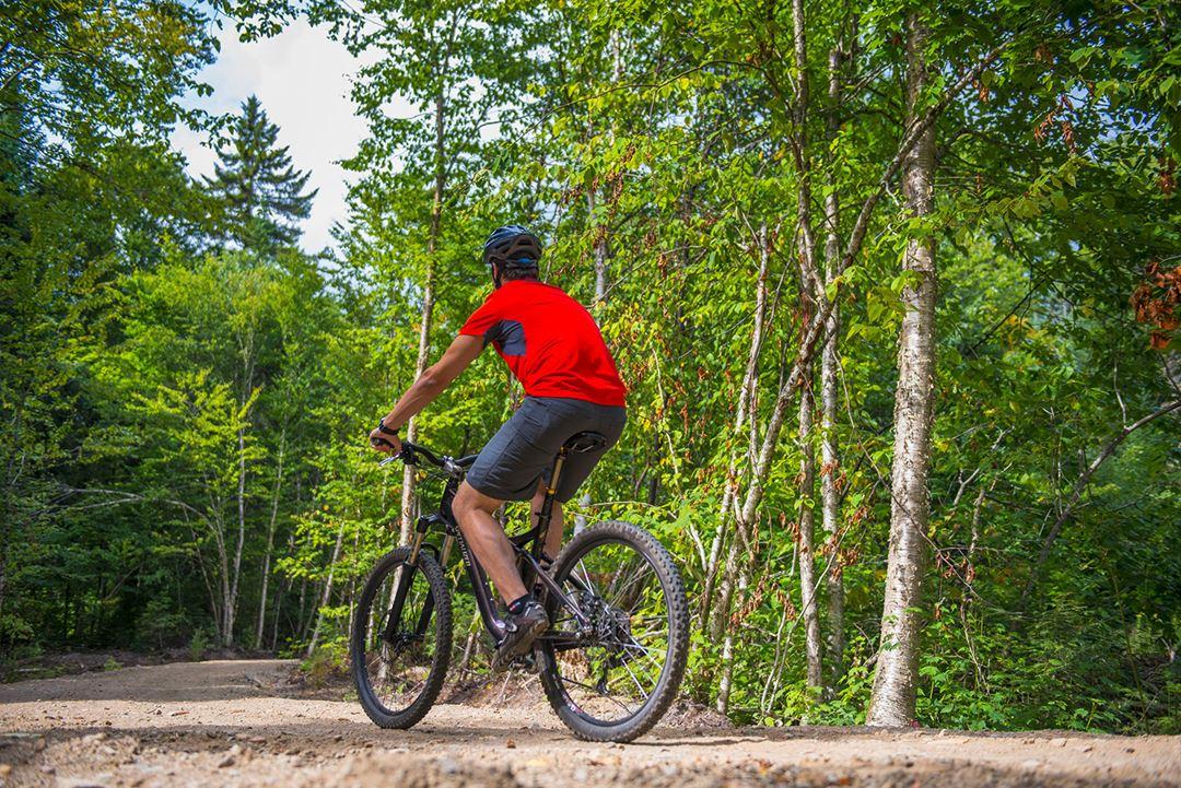 Vélo dans le parc national du Mont-Tremblant