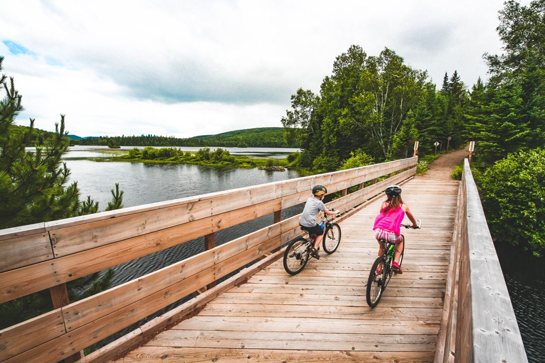 Cycling in the Parc national du Mont-Tremblant, Lac L'Assomption sector