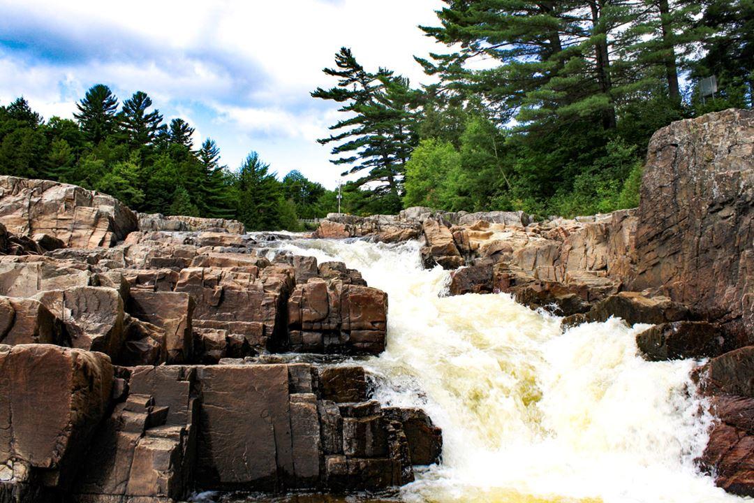 Waterfall parc des cascades