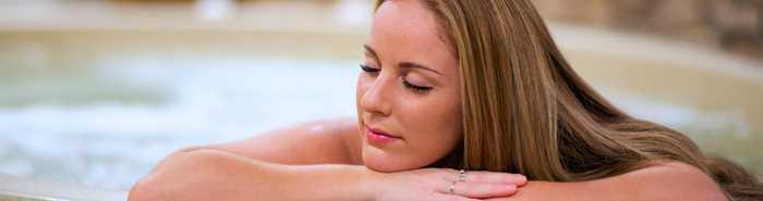 Femme dans le spa au Spat Santé Corps et âme