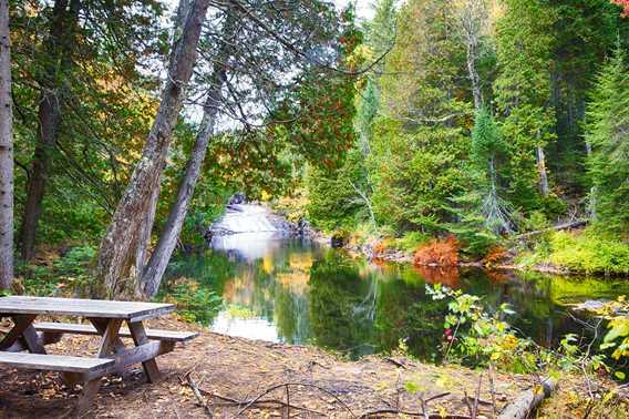 Parc régional des chutes du Calvaire in fall