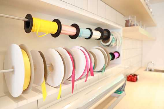 Colored ribbons for wrapping gifts at the Chocolaterie Choco Chocolat