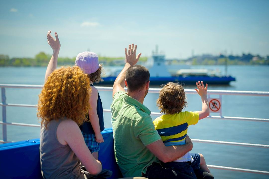 During summertime, children travel for free!