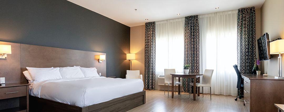 Room at Impéria Hôtel et suites Terrebonne