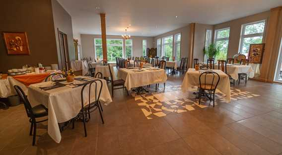 Dining room of Vignoble Lano d'Or