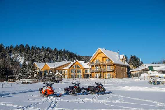 Auberge-du-Vieux-Moulin-winter-snowmobile