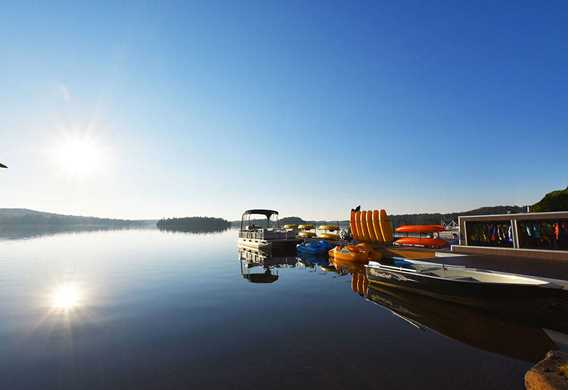 Explorer le lac avec nos embarcations