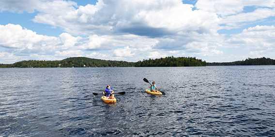 Kayaks sur le lac