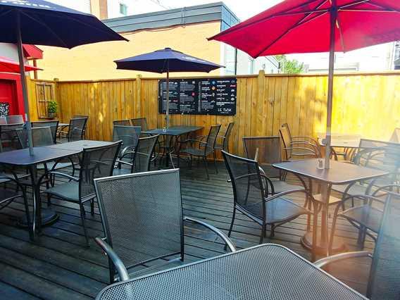 Terrace of restaurant Le Tusk cuisine et bar