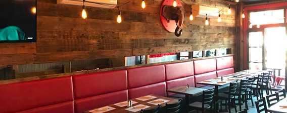 Indoor of restaurant Le Tusk cuisine et bar