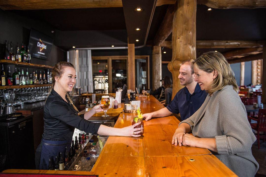 Auberge-du-Lac-Taureau-bistro-bar