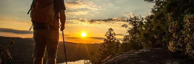 Homme au sommet du parc régional des sept chutes