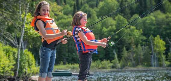 Kids fishing at Pourvoirie Domaine Bazinet