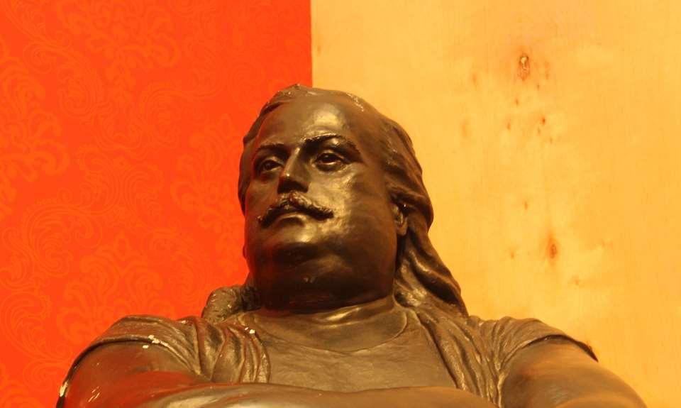 Statue de Louis-Cyr à la Maison Louis-Cyr