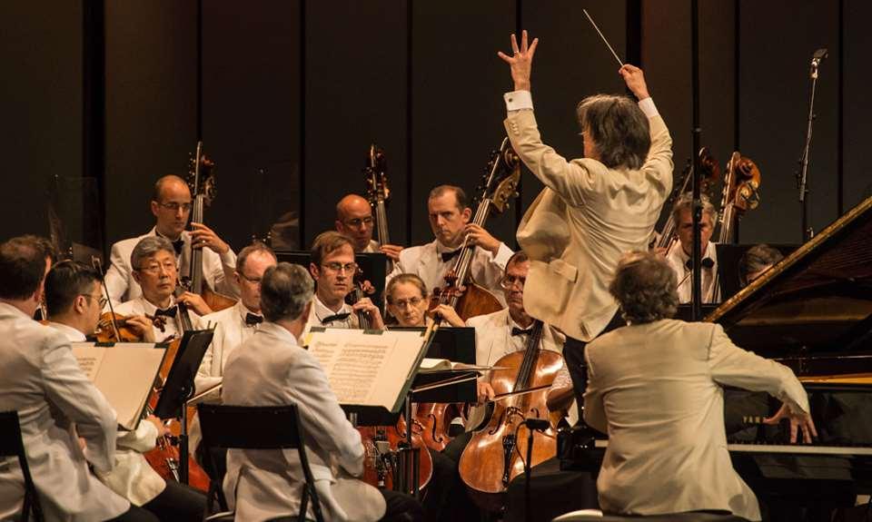 Un groupe de musique en concert au Festival de Lanaudière