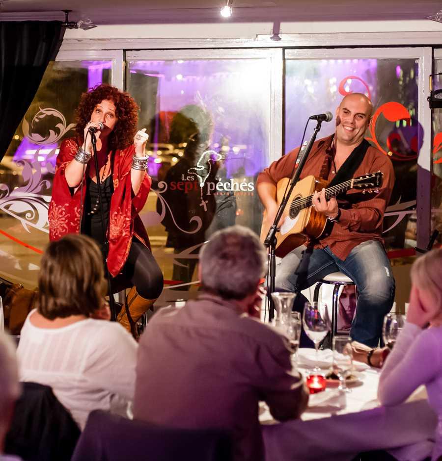 Un groupe au restaurant durant le Festival Blues de Joliette