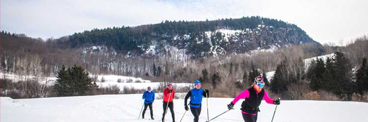 Group of people cross-country skiing at Ski Montagne Coupée