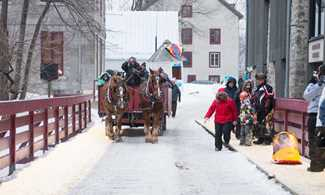 People doing horse carriage during winter in the sector les Moulins