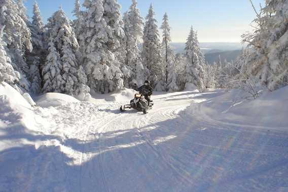 Ski-Doo sur la Montagne Noire à Saint-Donat