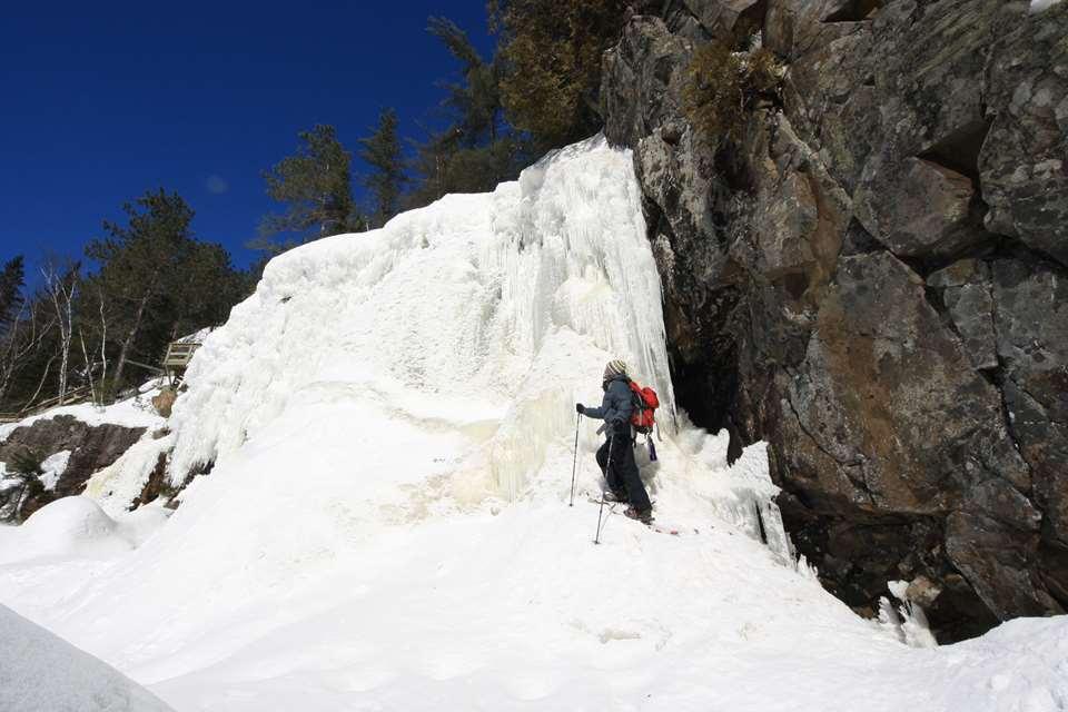 Snowshoeing at the Parc Régional de la Chute-à-Bull