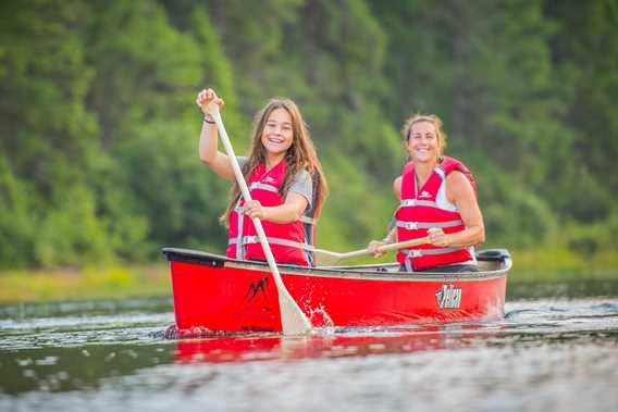 Faire du canot au lac Taureau