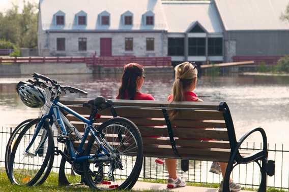 Bicycling at Île-des-Moulins