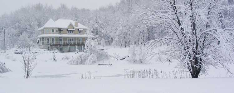 Go to a cottage during winter in Lanaudière