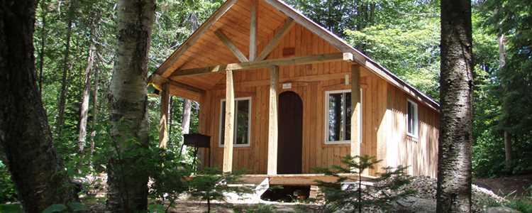 A refuge on the trail Cap de la Fée