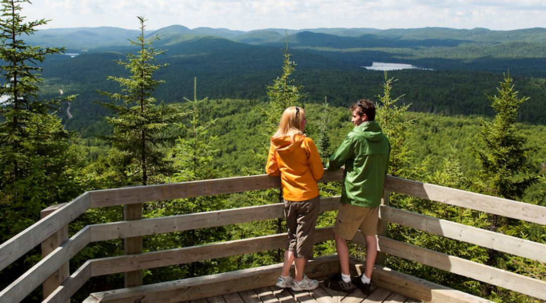 A couple at the top of the Grande-Vallée sector in Mont-Tremblant National Park