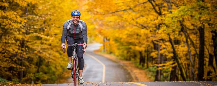 Go bicycling around the two lakes in Saint-Donat