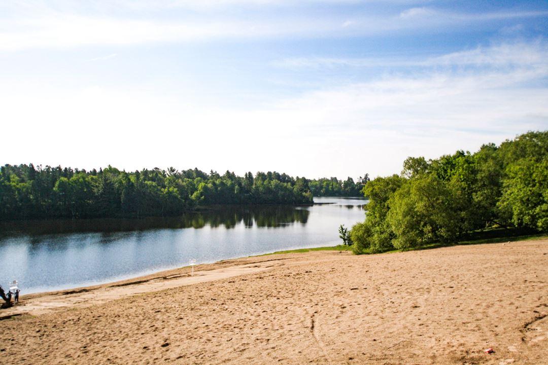 Municipal beach at Rawdon