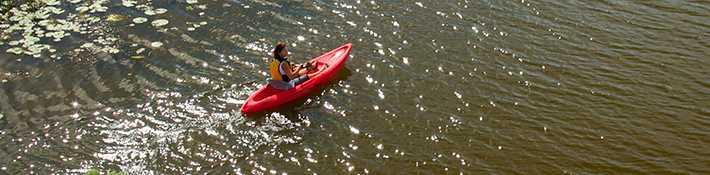 Faire du kayak sur la rivière dans le secteur des Moulins