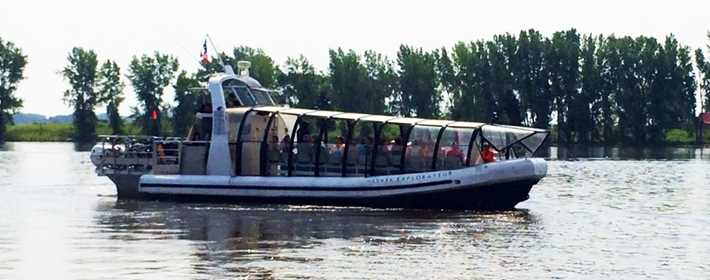 River shuttle on the river Saint-Laurent at Repentigny