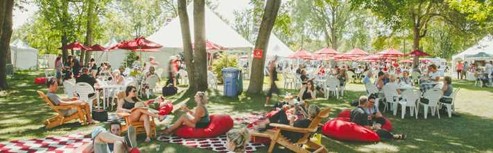 People who relax at Festival vins et histoire de Terrebonne