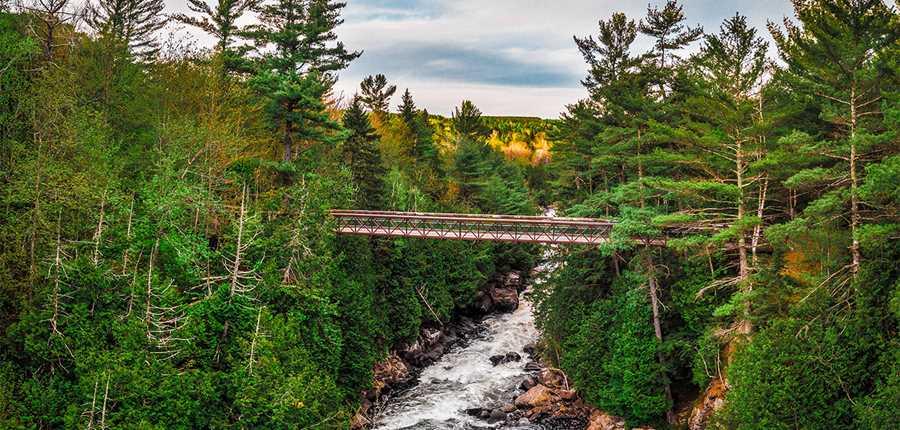 Pont au Parc régional des chutes Monte-à-Peine-et-des-Dalles
