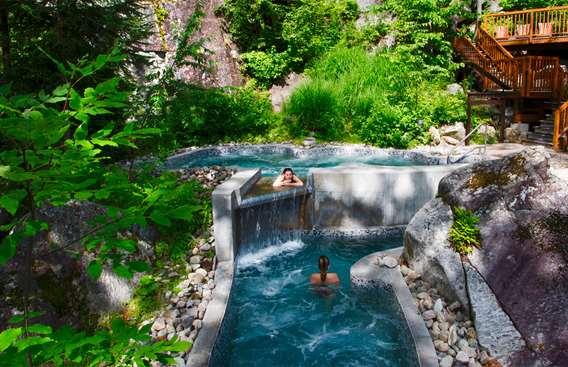 La Source Bains Nordiques in summer