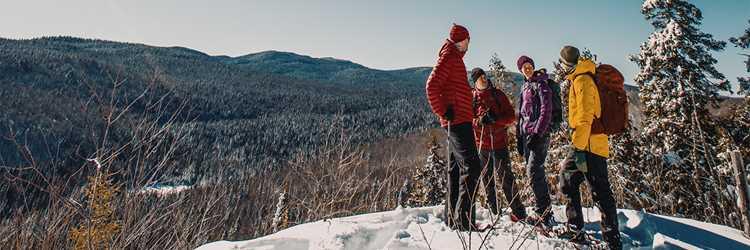 Groupe en raquette au parc national du Mont-Tremblant